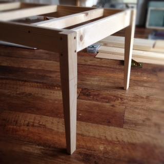 白タイルのローテーブル